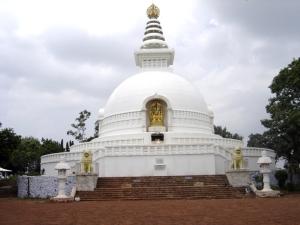 ராஜ்கிரில் இருக்கும் சாந்தி ஸ்தூபம்